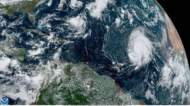 Siêu bão mạnh nhất từ trước tới nay hình thành ở trung tâm Đại Tây Dương