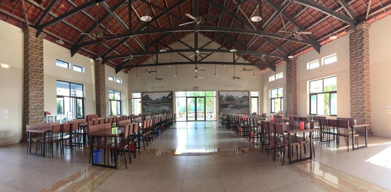 Nhà ăn dành cho CBCNV của Thạch Bàn luôn sạch sẽ, hiện đại, tận dụng tối đa ánh sáng tự nhiên