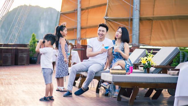 Du lịch du thuyền Hạ Long ngày càng được các gia đình ưa chuộng