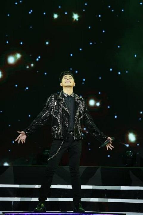 Noo Phước Thịnh biểu diễn trong Lễ trao giải Âm nhạc Cống hiến lần thứ 12  - 2017