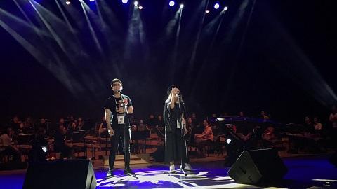 """Điều đặc biệt là sau khi chia tay mối tình 7 năm với ca sĩ Hà Anh,trở lại là bạn bè, đồng nghiệp, cả hai vẫn xuất hiện cùng nhau trong các dự án âm nhạcvà có lẽ đây là lầnsong ca đầu tiên của hai người kể từ khi """"ta không còn yêu""""."""