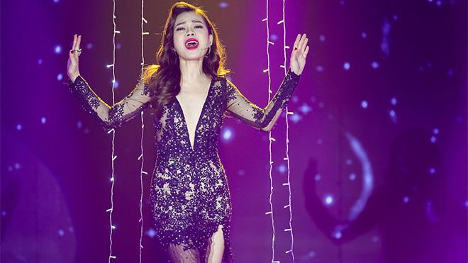 Giang Hồng Ngọc hở 'xuyên thấu' với váy ren
