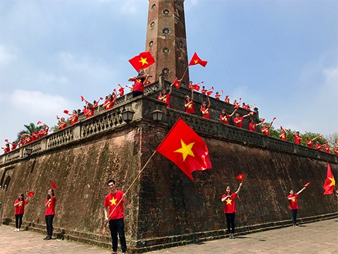 Một cảnh quay tại Cột cờ Hà Nội