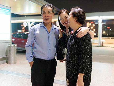 Giang Hồng Ngọc bên cha mẹ