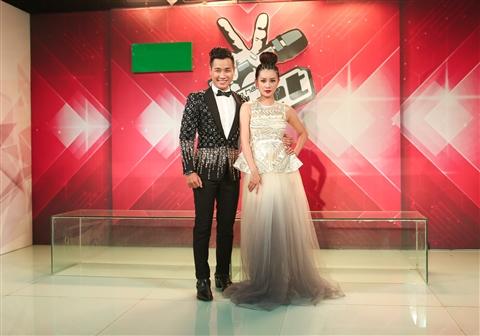 Đồng hành cùng Nguyên Khang là MC Quỳnh Chi