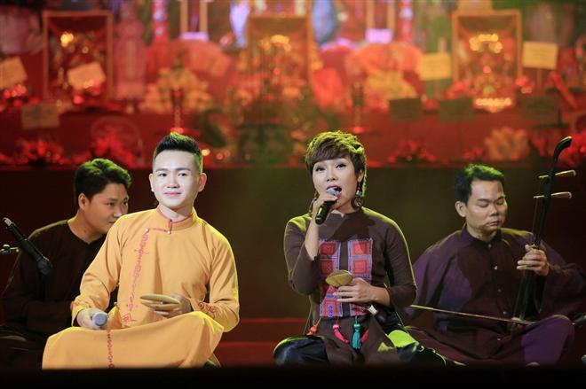 Thái Thuỳ Linh cùng nhóm xẩm Hà Thành
