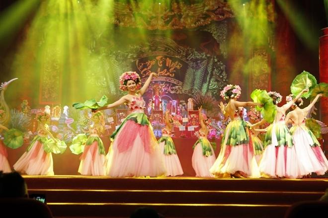 Tiết mục mang thông điệp thế hệ trẻ kính dâng những bông hoa lên tổ nghiệp, như 1 lời báo ân để tổ nghiệp phù hộ cho thế hệ trẻ được tiếp tục cống hiến trên sân khấu.