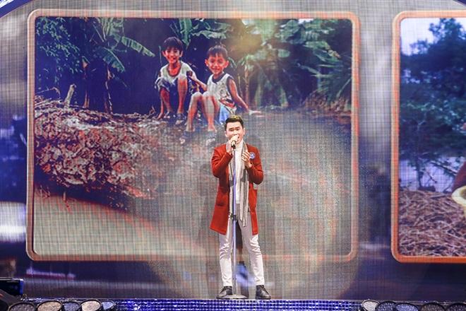 Bùi Chính Hưng số báo danh 21– sinh năm 1992 – ca sĩ đoàn văn công quân khu VII – Bùi Chính Hưng lựa chọn ca khúc Trả lại cho em – một sáng tác của Dương Cầm