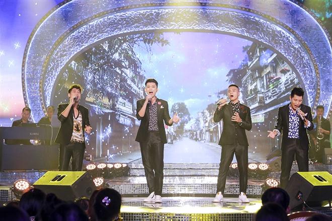 Nhóm Oplus trình diễn ca khúc Niềm tin phía trước (sáng tác: Dương Khắc Linh)
