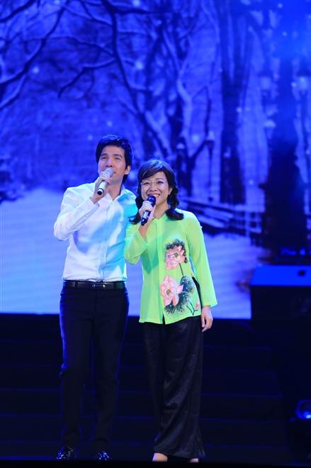 Với ca khúc Không bao giờ ngăn cách MC Thảo Vân – Hồ Quang 8 đã có màn song ca khiến khán giả bất ngờ. MC Thảo Vân hát bolero ngọt ngào không kém gì ca sĩ chuyên nghiệp.