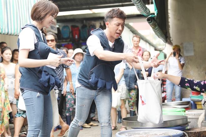 """Trấn Thành trổ tài mua hàng được miễn phí là chính khiến Hari Won tự hào về chồng: """"có chồng là có tất cả"""""""