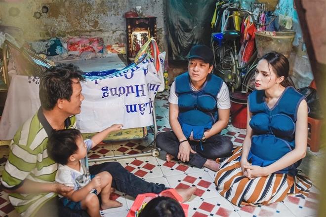 Trường Giang - Hương Giang đến thăm gia đình có người mẹ đang thai đứa con thứ 3 và mắc căn bệnh tiểu đường. Kinh tế gia đình cũng hạn hẹp khi chồng chạy xe ôm và vợ bán vé số.