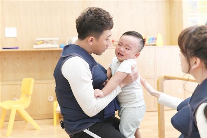 Trấn Thành và Hari Won cũng phải dỗ bé khóc