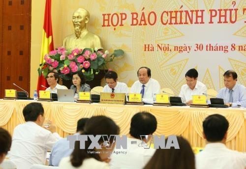 Trong ảnh: Đồng chí Mai Tiến Dũng, Bộ trưởng, Chủ nhiệm Văn phòng Chính phủ, Người phát ngôn Chính phủ chủ trì buổi họp báo. Ảnh: Dương Giang – TTXVN