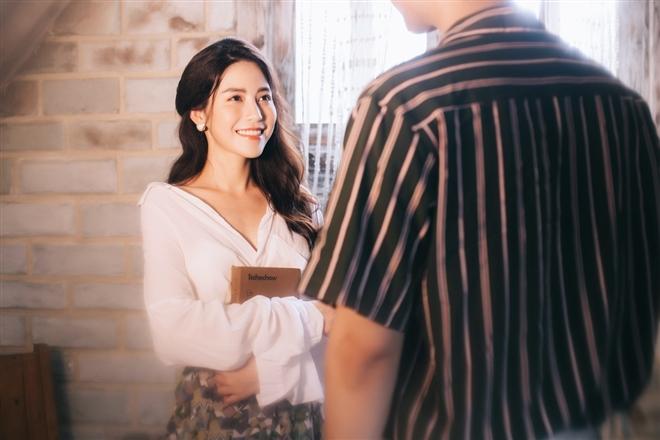 Ngọc Ánh vào vai một cô giáo trót nảy sinh tình cảm với một người đàn ông đã có gia đình