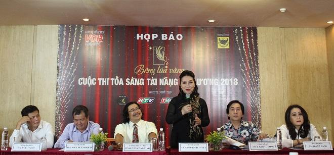 Ban Giám khảo – gồm có: NSND Bạch Tuyết, NSƯT Kim Tử Long, nghệ sĩ Thanh Hằng và nhạc sĩ Huỳnh Khải