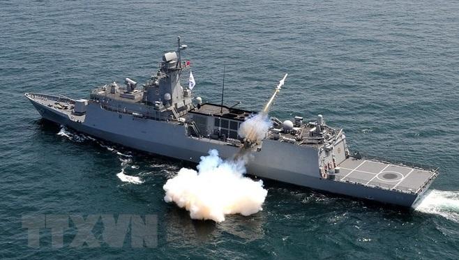 Tổng thống Hàn Quốc dự Lễ duyệt binh hạm đội quốc tế 2018