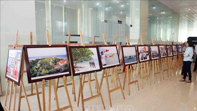 Khai mạc triển lãm ảnh 'Biển đảo Tổ quốc'