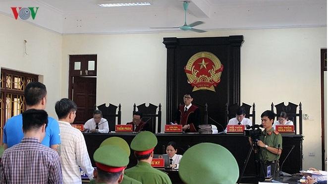 Hà Nam: Án tử hình cho hai kẻ sử dụng trái phép vũ khí quân dụng để giết người