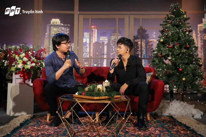Trọng Hiếu trò chuyện với MC Đinh Tiến Dũng của chương trình