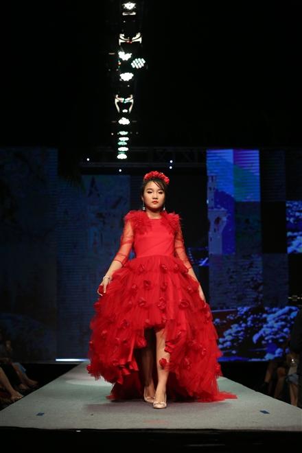 Á hậu - Hoa hậu nhí Á Âu Khánh Linh.