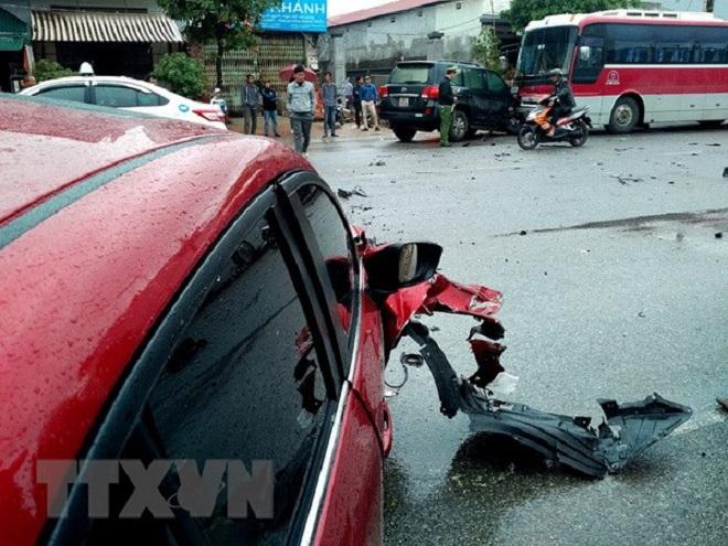 Hà Nội: Ô tô lấn làn tông trực diện xe máy, hai người tử vong
