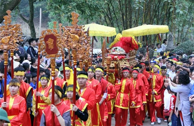 Trong ảnh: Lễ rước cầu húc của người dân thôn Xuân Dục, xã Tân Minh. Ảnh: Quang Quyết-TTXVN