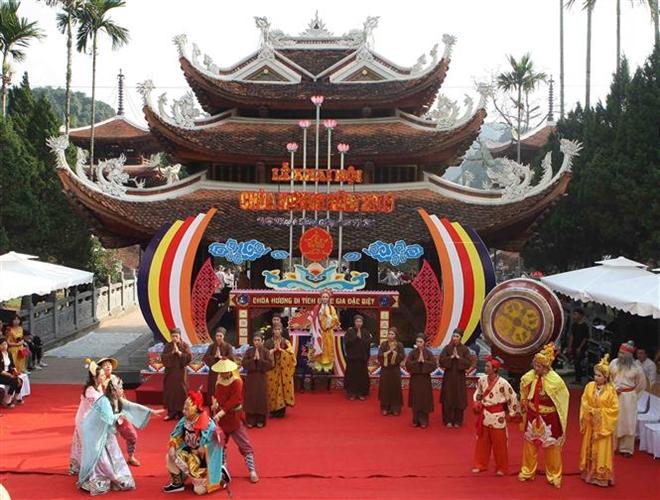 Trong ảnh: Biểu diễn trích đoạn sân khấu về Bà Chúa Ba tại Lễ khai hội chùa Hương 2019. Ảnh: Thanh Tùng-TTXVN