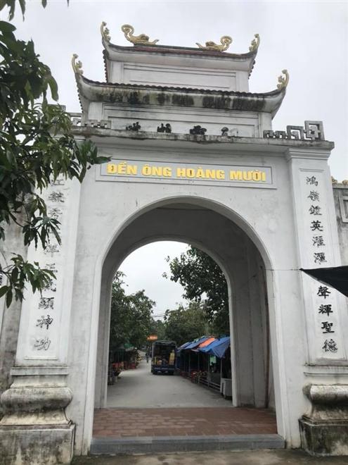 Cổng đền ông Hoàng Mười