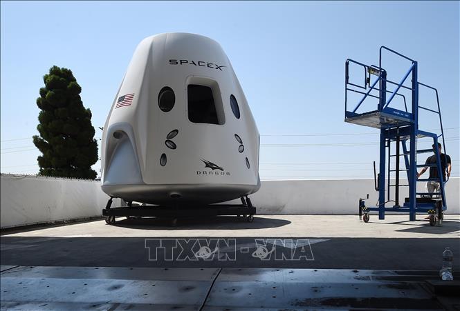 Tàu vũ trụ Crew Dragon được trưng bày tại trụ sở của SpaceX ở California, Mỹ ngày 13/8/2018. Ảnh: AFP/TTXVN