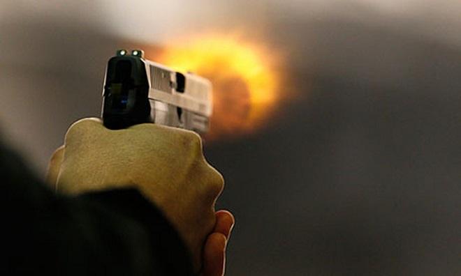 vụ nổ súng khiến nhiều người bị thương.