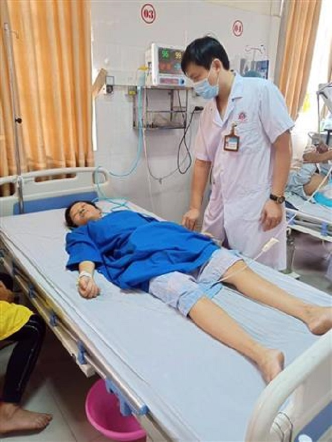 Trong ảnh: Bệnh nhân Vi Thị L được cứu sống nhờ 3 điều dưỡng Bệnh viện Đa khoa khu vực Tây Bắc Nghệ An hiến máu kịp thời. Ảnh: TTXVN phát.