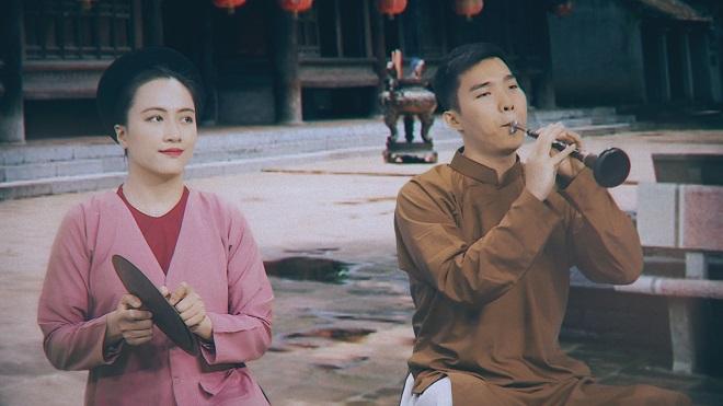 Nghệ sĩ phụ họa Phạm Trang và nghệ sĩ kèn Ngọc Xuân
