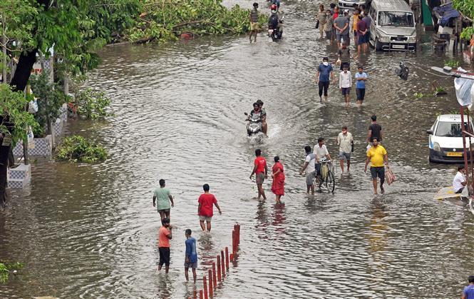 Trong ảnh: Cảnh ngập lụt sau bão Amphan tại bang Kolkata, Ấn Độ ngày 21/5/2020. Ảnh: ANI/TTXVN