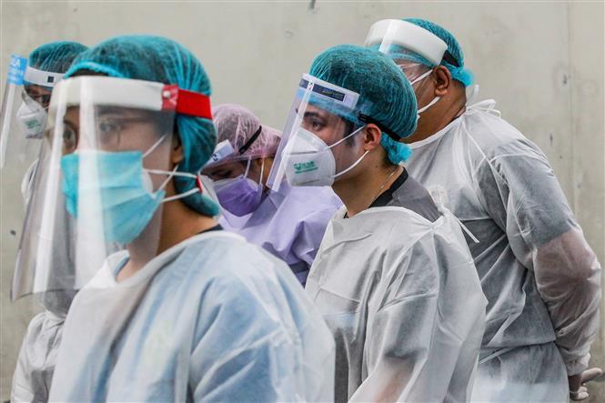 Trong ảnh: Nhân viên y tế làm nhiệm vụ tại một bệnh viện ở Manila, Philippines ngày 11/5/2020. Ảnh: THX/TTXVN