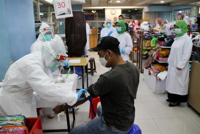 Trong ảnh: Một địa điểm xét nghiệm nhanh COVID-19 tại Surakarta, Indonesia, ngày 22/5/2020. Ảnh: THX/TTXVN