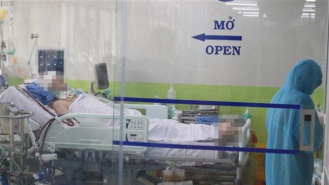 Trong ảnh: Bệnh nhân 91 (43 tuổi, phi công người Anh) đang được điều trị tích cực tại Bệnh viện Chợ Rẫy Thành phố Hồ Chí Minh. Ảnh: TTXVN phát