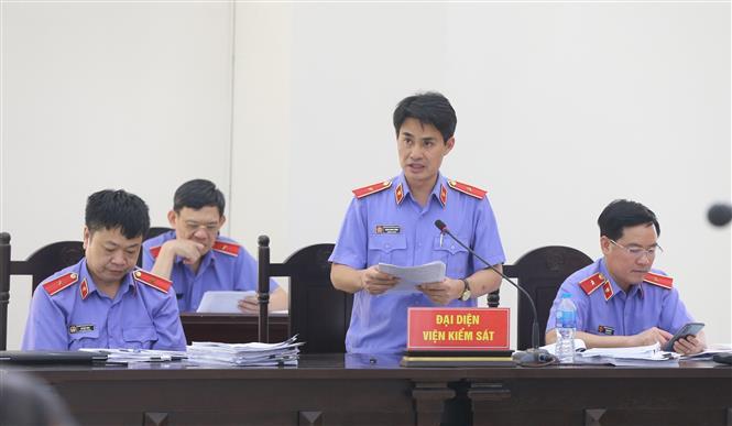 Trong ảnh: Đại diện Viện kiểm sát nhân dân tối cao đề nghị mức án đối với các bị cáo tại phiên tòa. Ảnh: Doãn Tấn - TTXVN