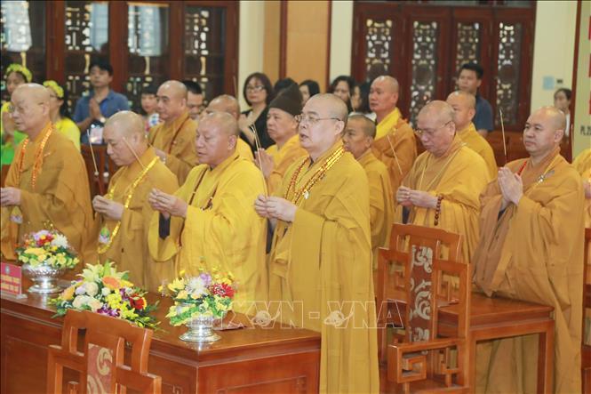 Các Hòa thượng, tăng ni dự Đại lễ kính mừng Phật đản Phật lịch 2564, dương lịch 2020 tại chùa Quán Sứ (Hà Nội). Ảnh: TTXVN phát