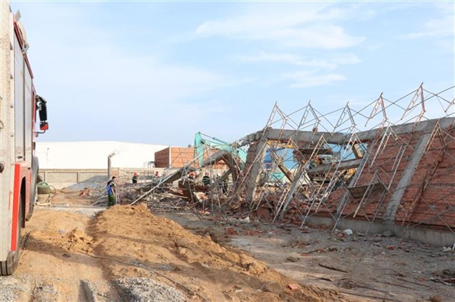 Trong ảnh: Hiện trường vụ tai nạn sập công trình. Ảnh: Sỹ Tuyên - TTXVN