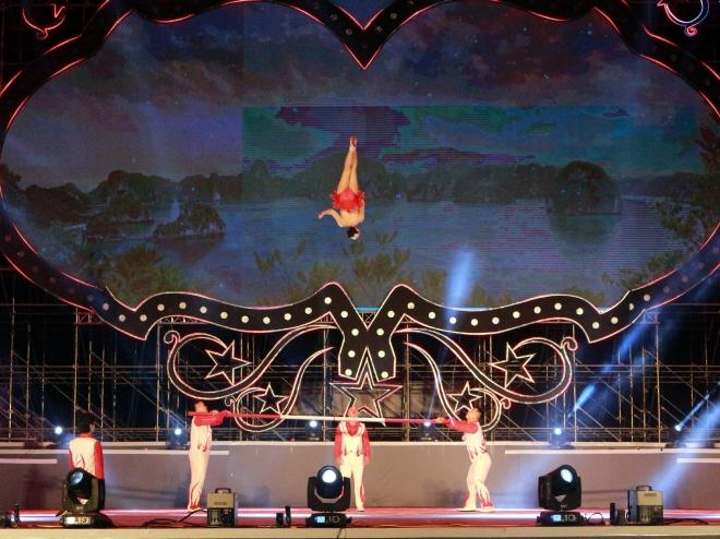 Nghệ sỹ xiếc Việt Nam biểu diễn tại Liên hoan Xiếc thế giới - Hạ Long 2019. Ảnh: TTXVN