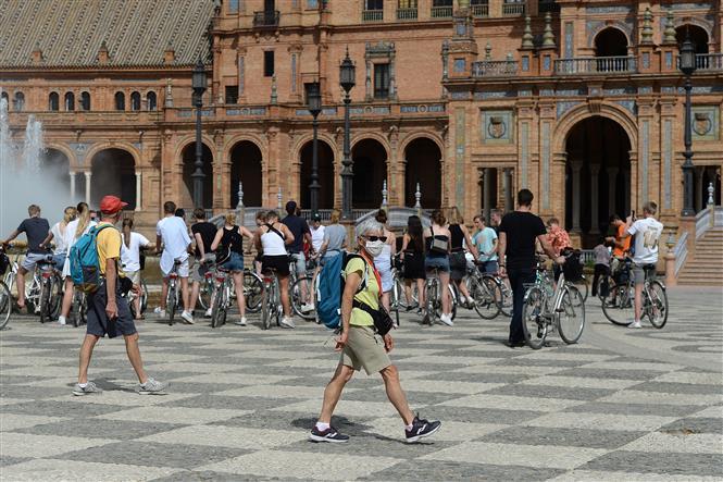 Tây Ban Nha ghi nhận trường hợp nghi nhiễm nhập cảnh đầu tiên