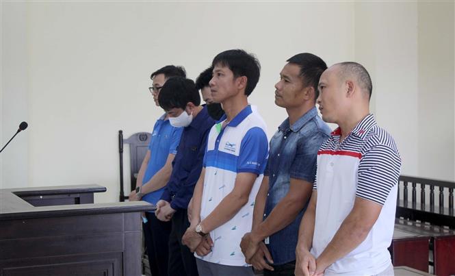 Trong ảnh: Các bị cáo nghe tòa tuyên án. Ảnh: Nguyễn Nam-TTXVN