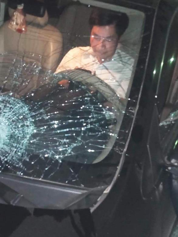 Ông Nguyễn Văn Điều - trưởng Ban nội chính Tỉnh ủy Thái Bình, ngồi trong xe sau khi gây tai nạn liên hoàn. Nguồn: Báo Tuổi trẻ