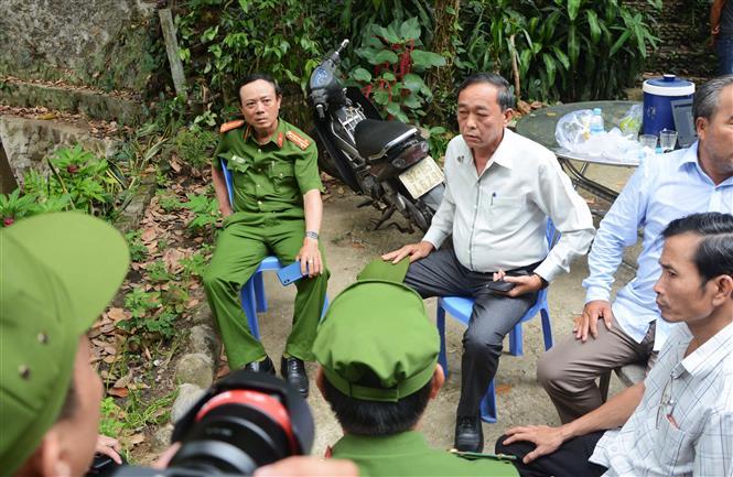 Trong ảnh: Đại tá Trần Mưu, Phó Giám đốc Công an thành phố Đà Nẵng chỉ đạo trực tiếp việc truy tìm đối tượng truy nã. Ảnh: Văn Dũng - TTXVN