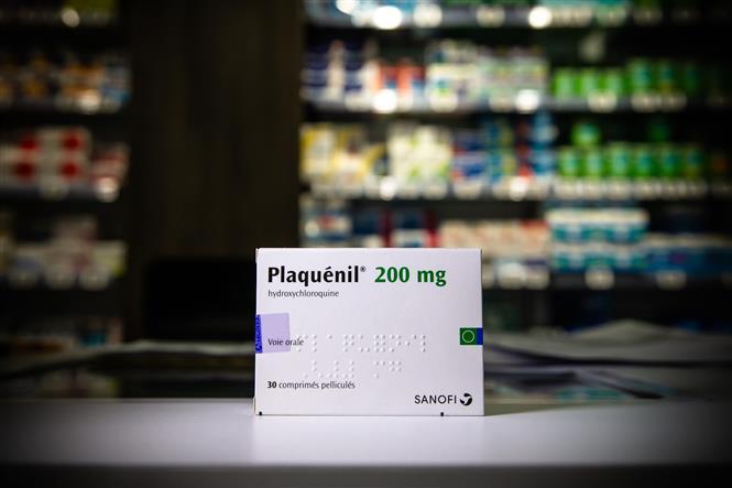 Trong ảnh: Thuốc Plaquenil (hydroxychloroquine) tại một hiệu thuốc ở Paris, Pháp ngày 29/4/2020. Ảnh: THX/ TTXVN