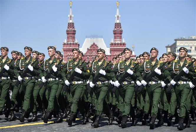 Trong ảnh: Binh sĩ Nga tham gia diễu binh nhân kỷ niệm 75 năm chiến thắng trong Chiến tranh Vệ quốc vĩ đại, tại Quảng trường Đỏ ở thủ đô Moskva ngày 24/6/2020. Ảnh: AFP/TTXVN