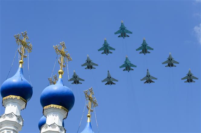 Trong ảnh: Đội hình máy bay chiến đấu Sukhoi Su-35S của Nga tham gia lễ duyệt binh nhân kỷ niệm 75 năm chiến thắng trong Chiến tranh Vệ quốc vĩ đại, tại Quảng trường Đỏ ở thủ đô Moskva ngày 24/6/2020. Ảnh: AFP/TTXVN