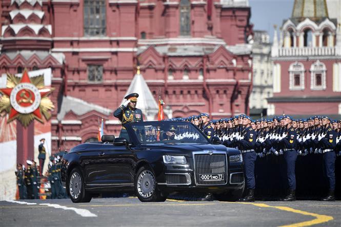 Trong ảnh: Bộ trưởng Quốc phòng Nga Sergei Shoigu trong lễ duyệt binh nhân kỷ niệm 75 năm chiến thắng trong Chiến tranh Vệ quốc vĩ đại, tại Quảng trường Đỏ ở thủ đô Moskva ngày 24/6/2020. Ảnh: AFP/TTXVN