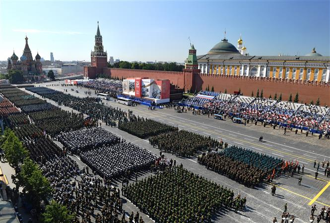 Trong ảnh: Toàn cảnh cuộc duyệt binh nhân kỷ niệm 75 năm chiến thắng trong Chiến tranh Vệ quốc vĩ đại, tại Quảng trường Đỏ ở thủ đô Moskva, Nga ngày 24/6/2020. Ảnh: AFP/TTXVN